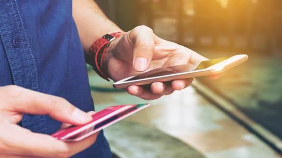 man mobile banking